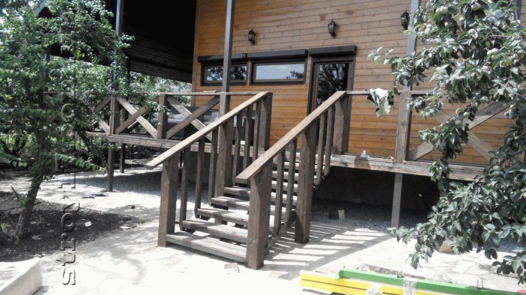 Деревянная веранда каркасного дома фото