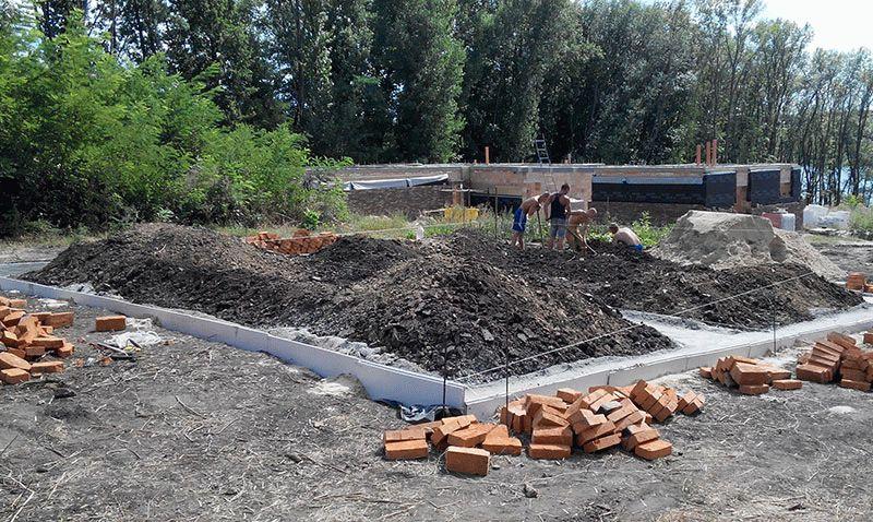 Фотография строительства ленточного фундамента