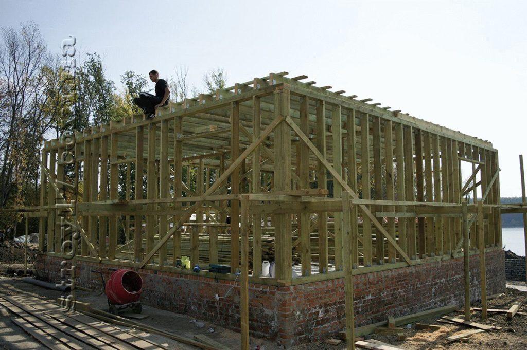 Деревянный скелет первого этажа по проекту Водобуд-2 фото