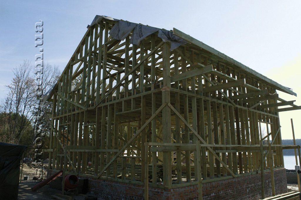 Деревянный скелет каркасного дома по проекту Водобуд-2 фото