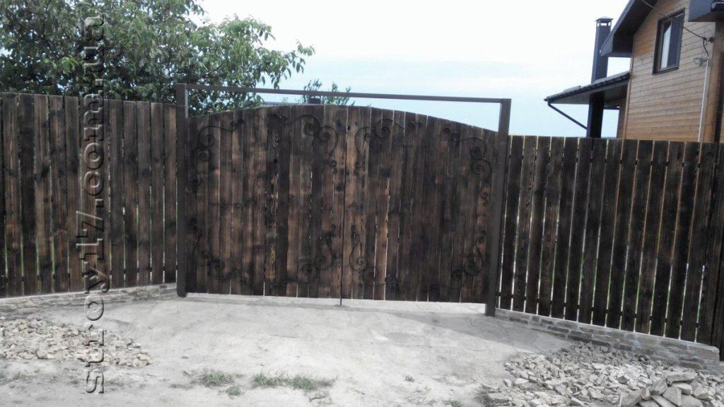 Ворота дачного дома Водобуд фото