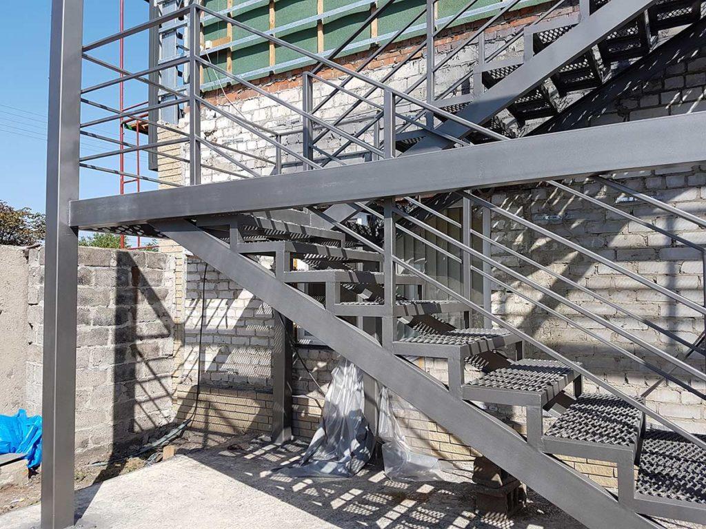 Реконструкция пожарной лестницы фото 2