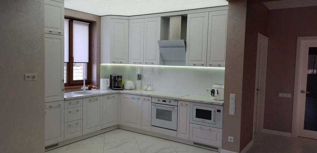 Кухня в доме из керамики фото 2