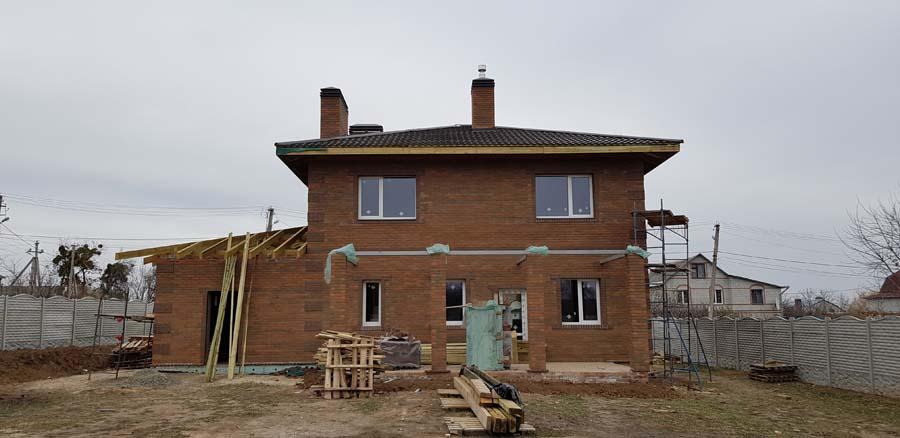 Дом с кровлей из металлочерепицы фото 5