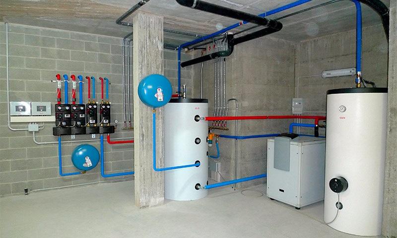 Тепловой насос в подвале дома фото