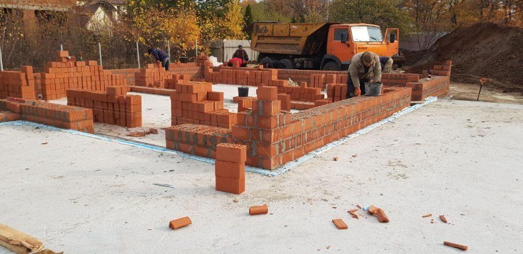 Возведение стен из керамических поризованных блоков фото 1